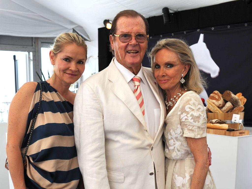 Christina Knudsen, Sir Roger und Lady Kiki Moore