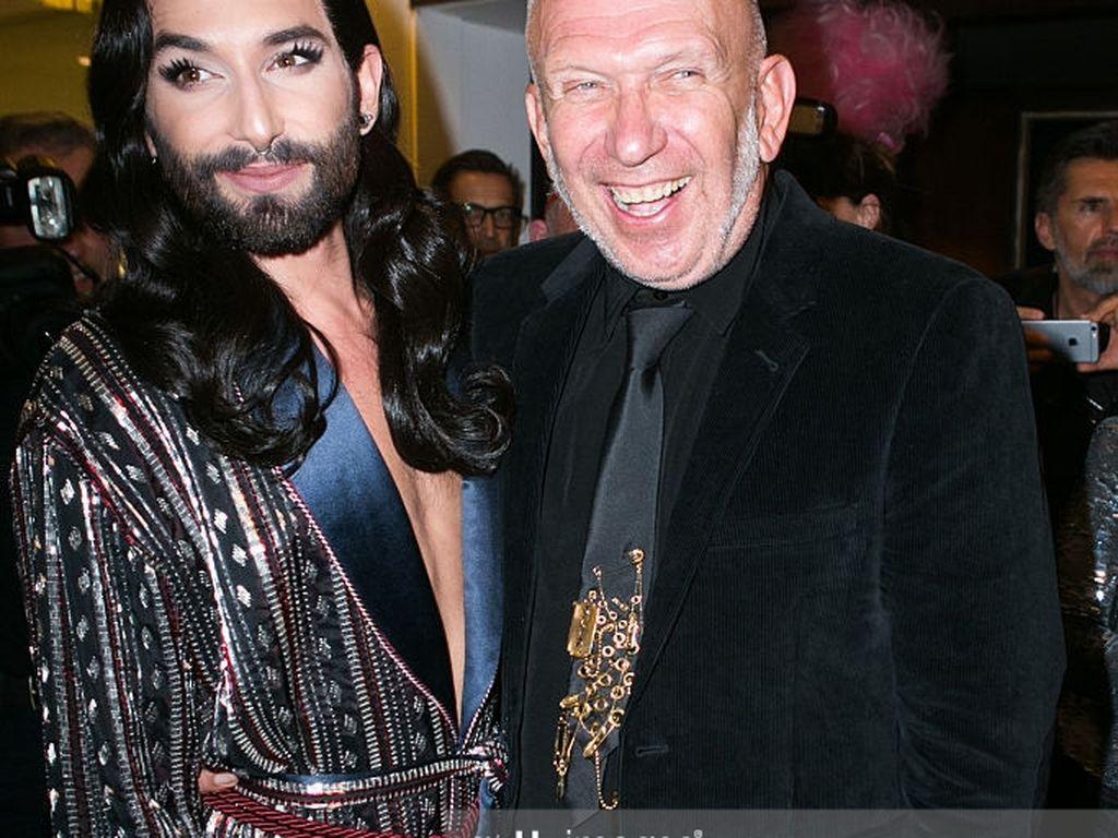 """Conchita Wurst und Jean Paul Gaultier bei der """"THE ONE Grand Show"""" in Berlin"""