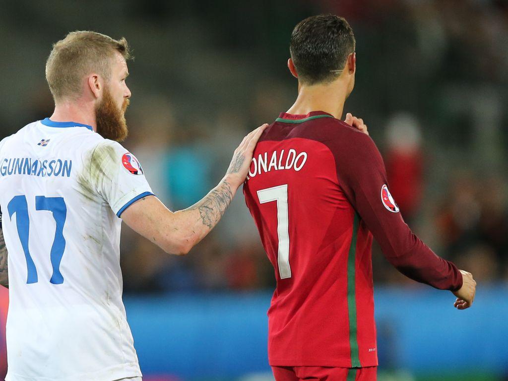 Aron Gunnarsson und Cristiano Ronaldo bei der EM 2016