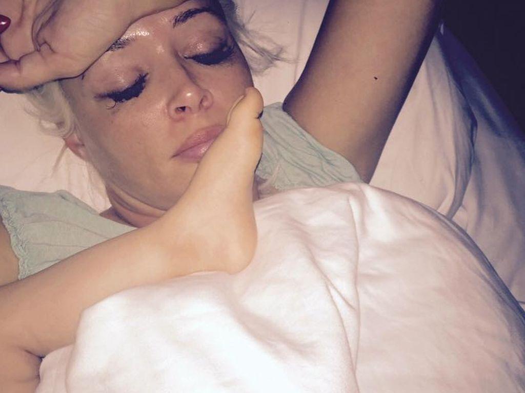Daniela Katzenberger im Bett