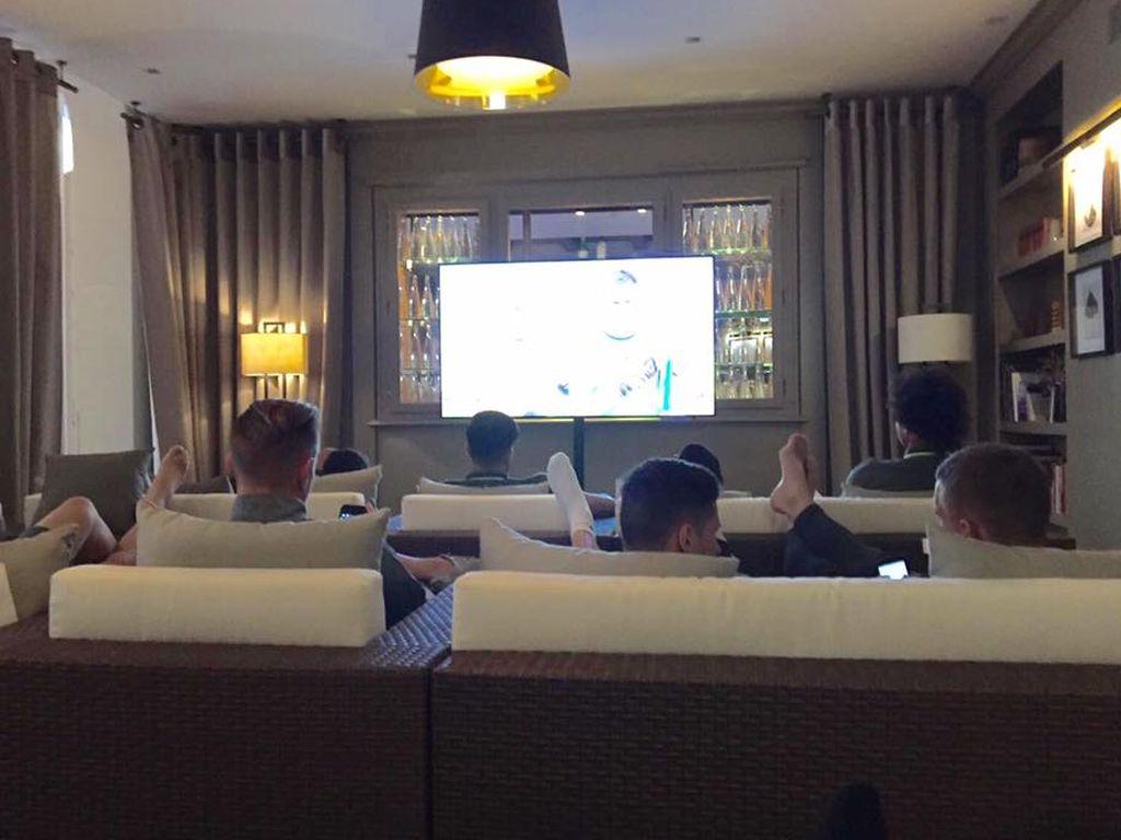 Die deutsche Nationalmannschaft beim Public Viewing in ihrem EM-Quartier