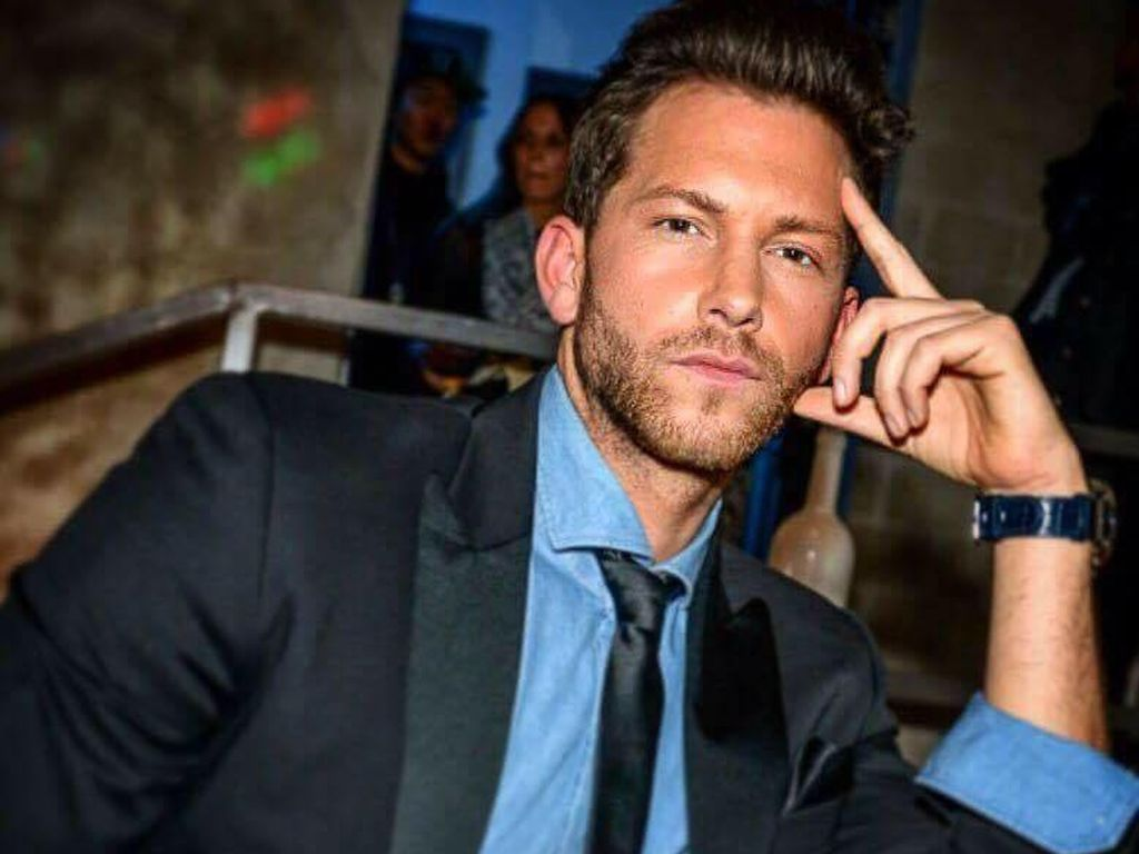 Ex-Bachelor Oliver Sanne im Anzug