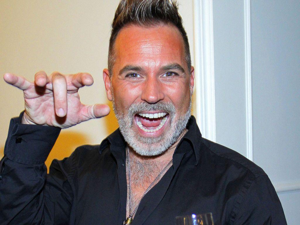 Froonck Matthée trägt jetzt grauen Rauschebart | Promiflash.de