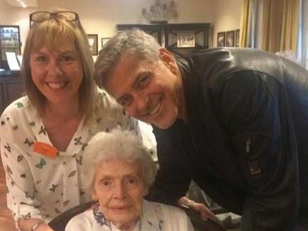 George Clooney zu Besuch in einem Altenheim