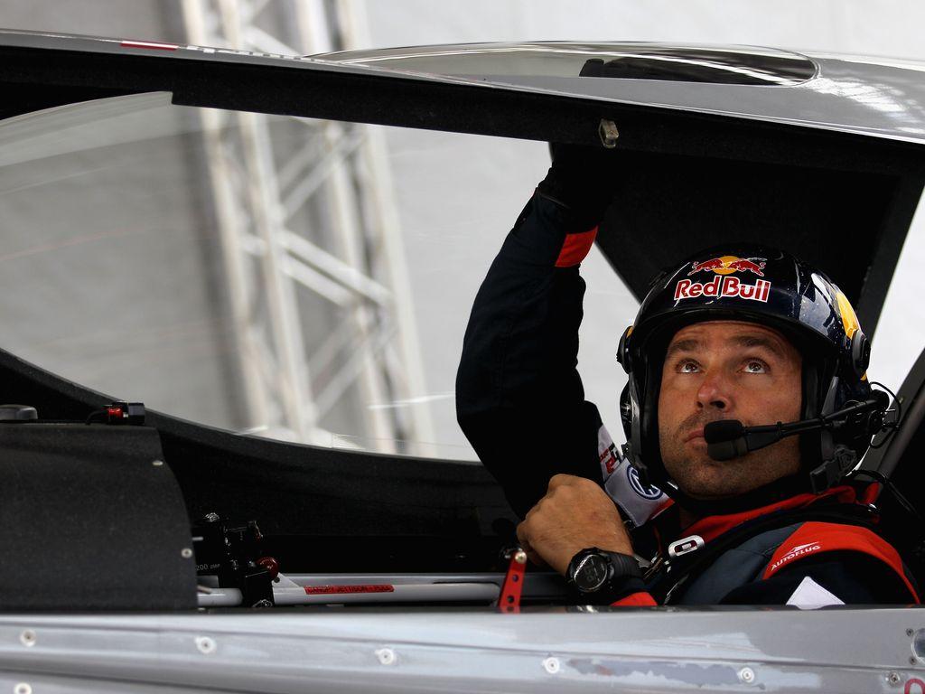 Hannes Arch in seiner Maschine