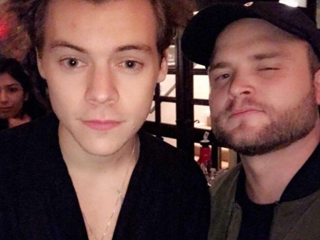 Harry Styles mit einem Freund bei Meghan Trainors Überraschungsparty in L.A.
