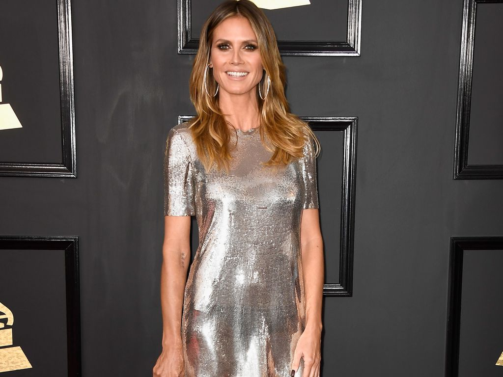 silber silber silber heidi klum gl nzt bei den grammys. Black Bedroom Furniture Sets. Home Design Ideas