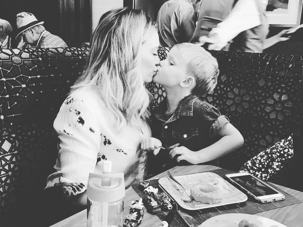 Hilary Duff mit ihrem Sohn Luca am Muttertag