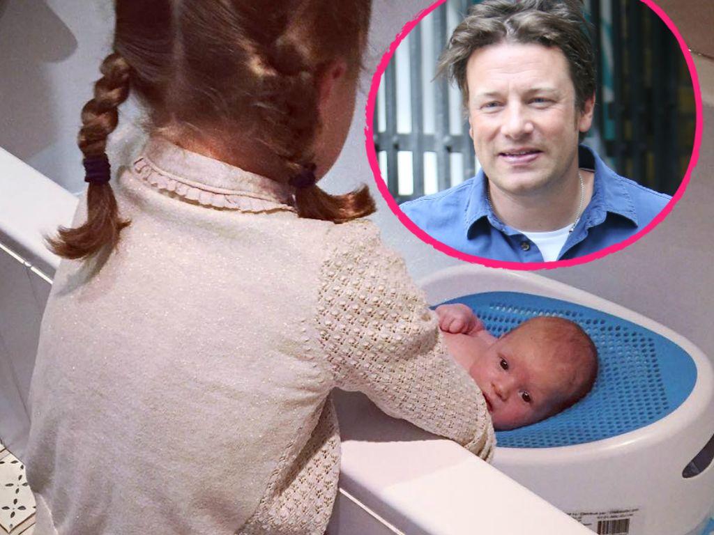 Jamie Olivers Tochter mit ihrem Brüderchen River Rocket