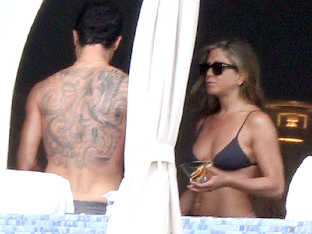 Justin Theroux Zeigt Sein Riesiges R&252cken Tattoo  Promiflashde