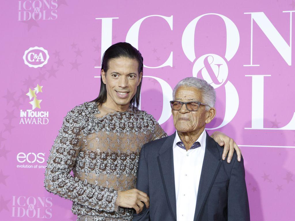 Jorge Gonzalez und Vater Gudelio im September 2016 bei den InTouch-Awards in Düsseldorf