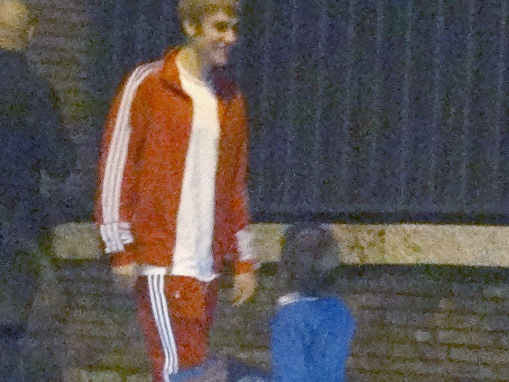 Justin Bieber mit einem kleinen Fan