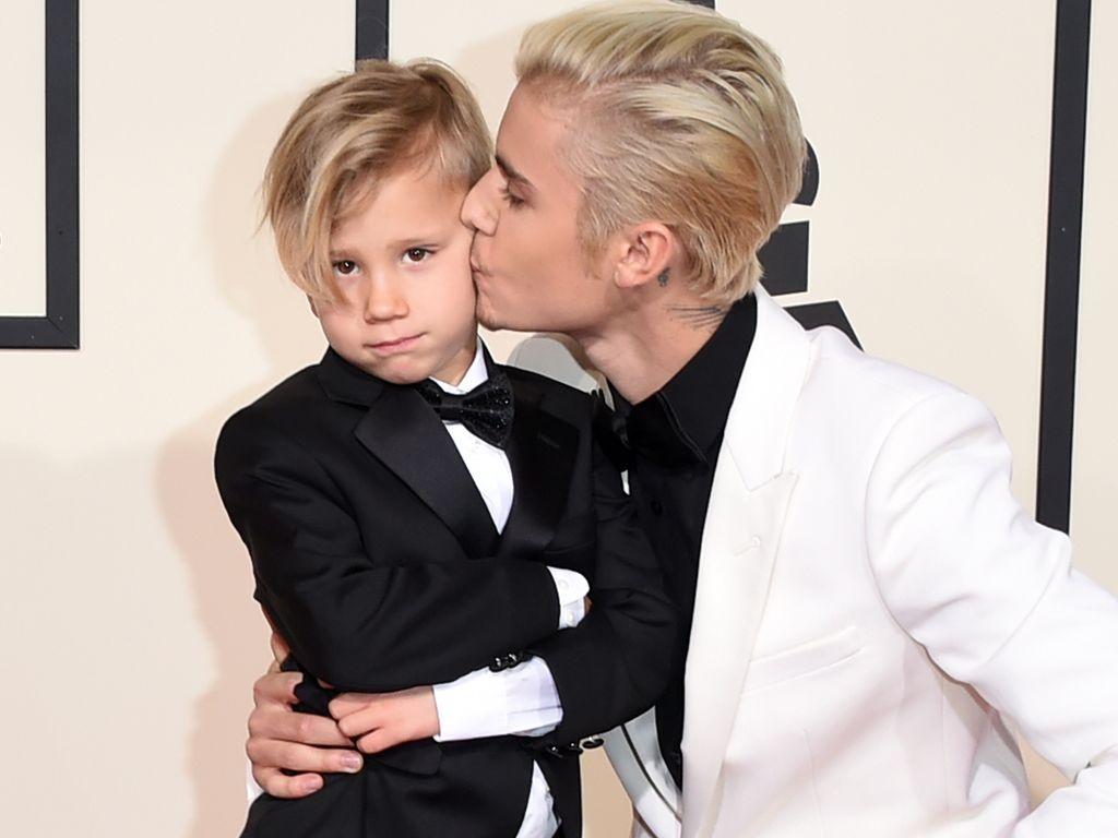 Justin Bieber mit seinem kleinen Bruder Jaxon (v.r.)