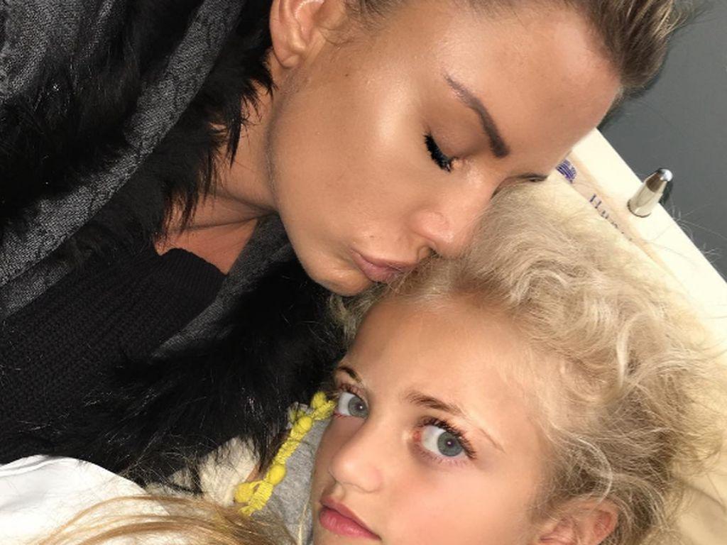 Katie Price mit Tochter Princess im Krankenhaus