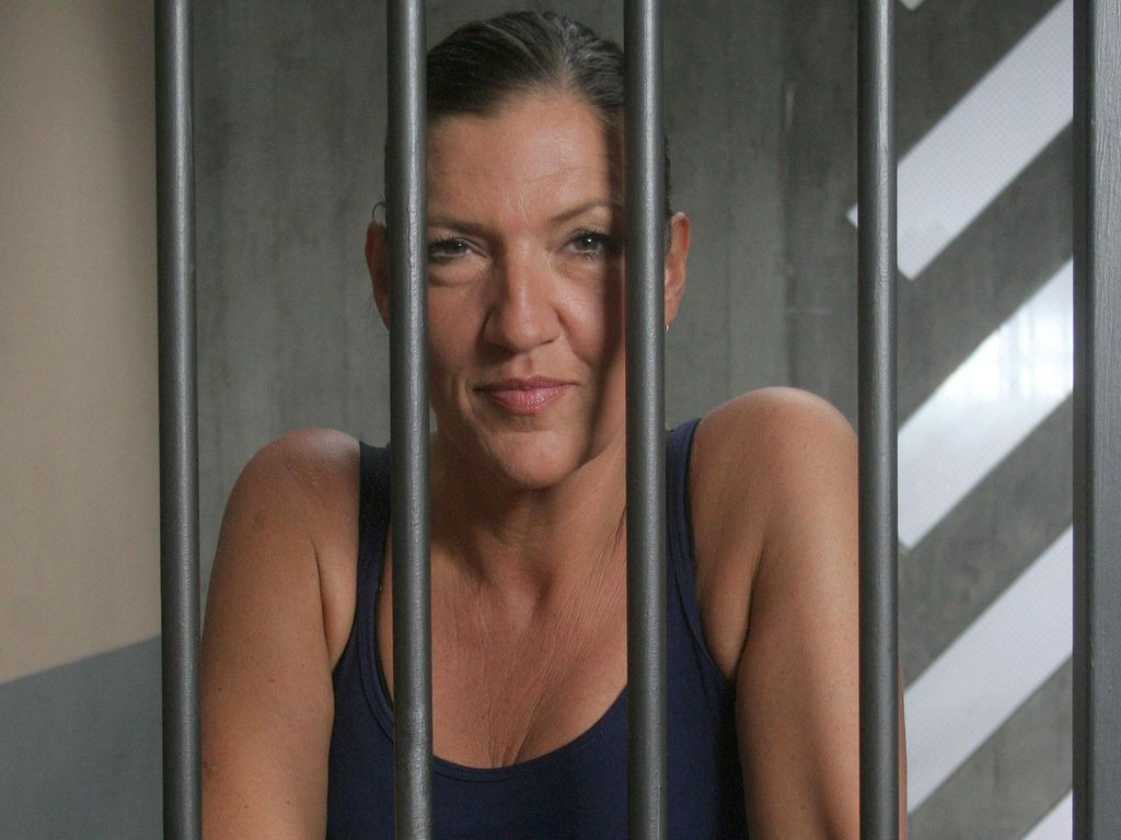 "Katy Karrenbauer bei ""Hinter Gittern"""