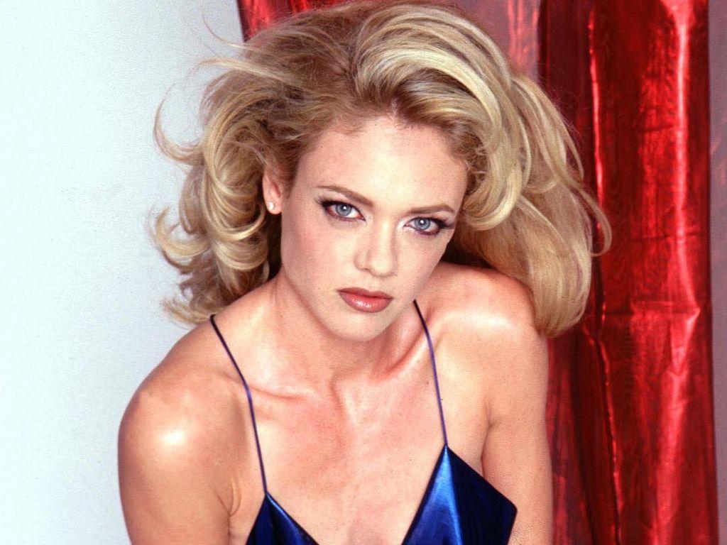 Lisa Robin Kelly post sexy im blauen Kleid