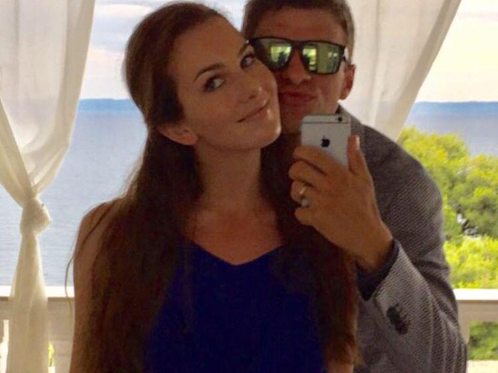 Fußballer Thomas Müller mit seiner Frau Lisa