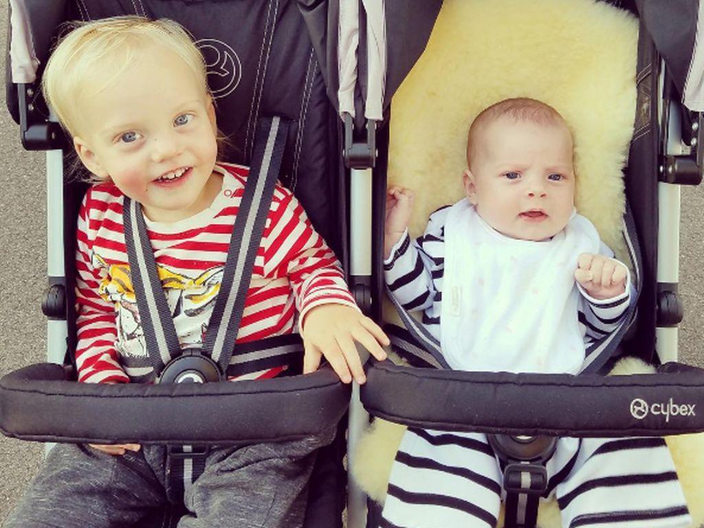 Liv Taylors Kids Sailor und Lula haben strahlend blaue Augen