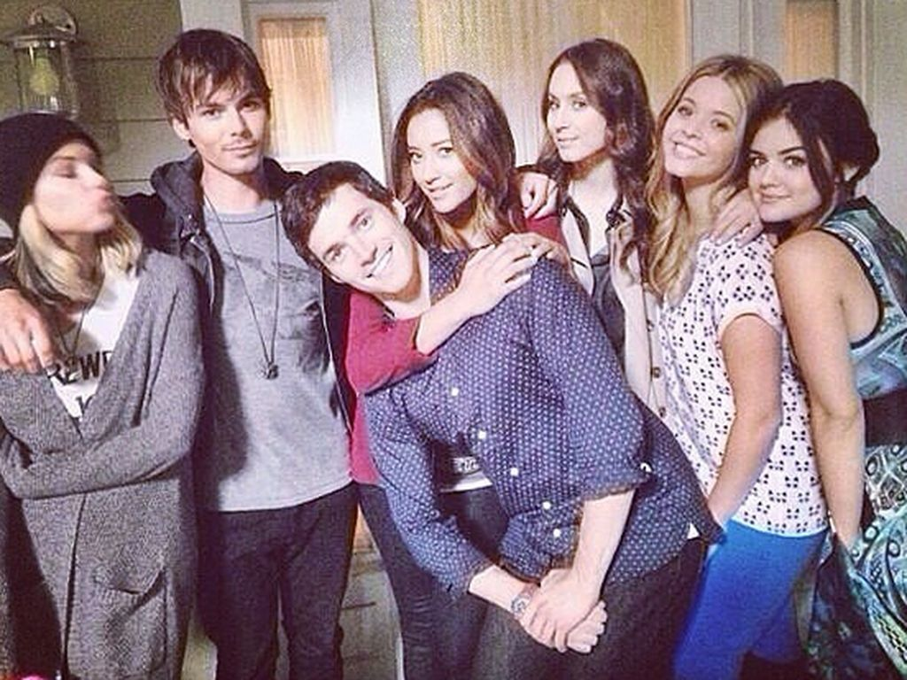 Shay Mitchell, Ashley Benson, Lucy Hale, Troian Bellisario, Tyler Blackburn, Sasha Pieterse und Ian