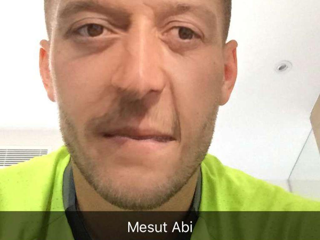 Lukas Podolski Face Swap Mesut Özil