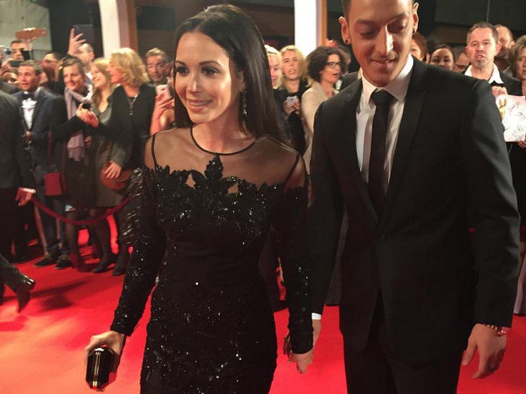 Grace Capristo und Mesut Özil