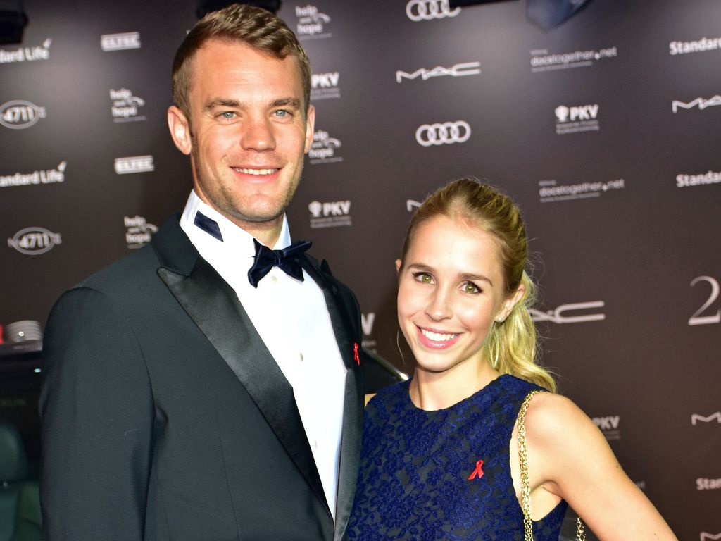 er hat ja gesagt bayern keeper manuel neuer ist verheiratet. Black Bedroom Furniture Sets. Home Design Ideas