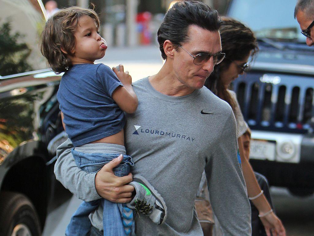 Matthew McConaughey mit seinem Sohn am Filmset