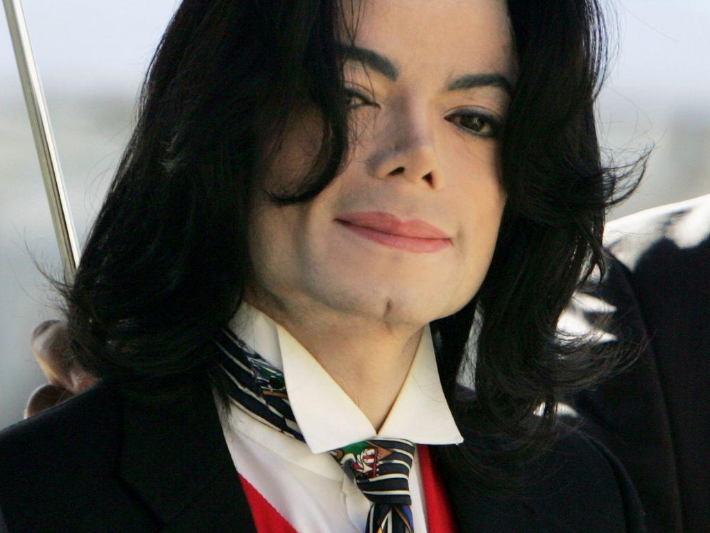 Michael Jackson auf dem Weg zum Gericht im Jahr 2005