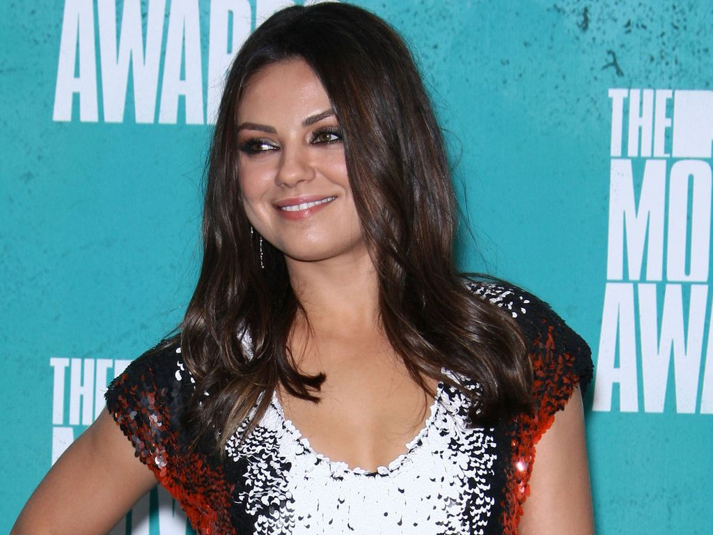 mila kunis gibt nichts auf online kritik. Black Bedroom Furniture Sets. Home Design Ideas