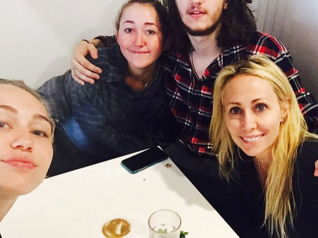 Miley Cyrus, Noah Cyrus und Tish Cyrus