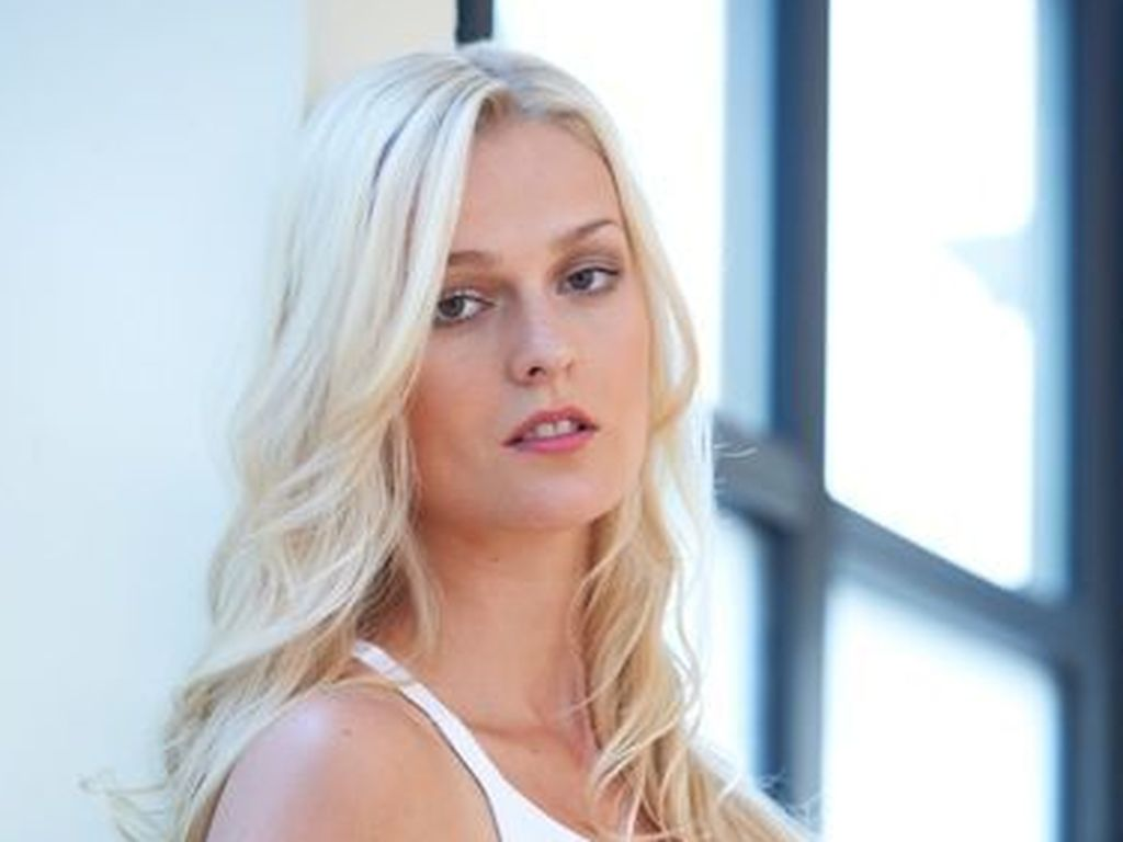 Miriam Höller, Model