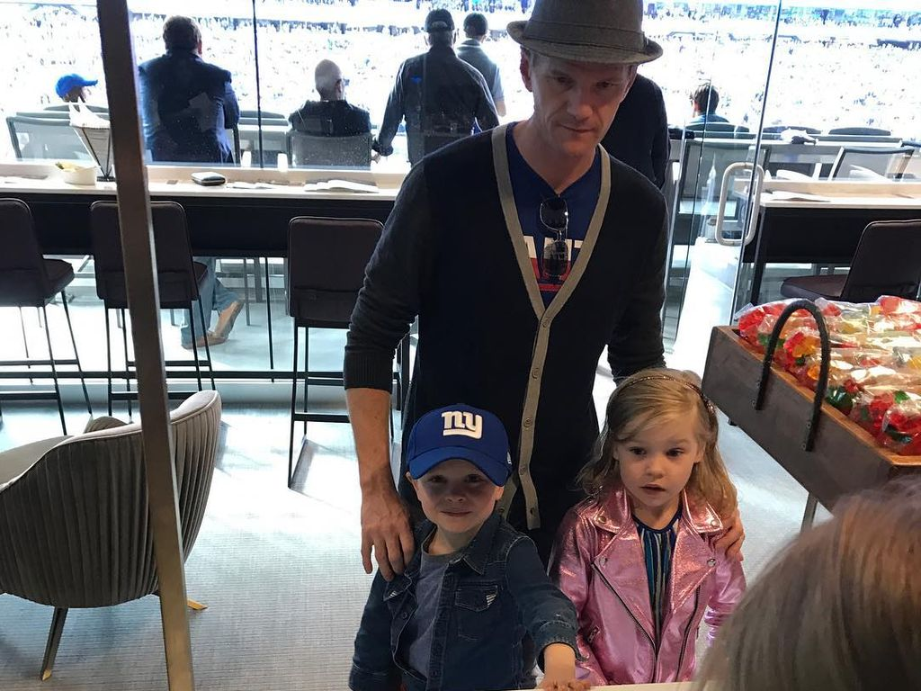 Neil Patrick Harris mit Gideon und Harper beim Giants-Match