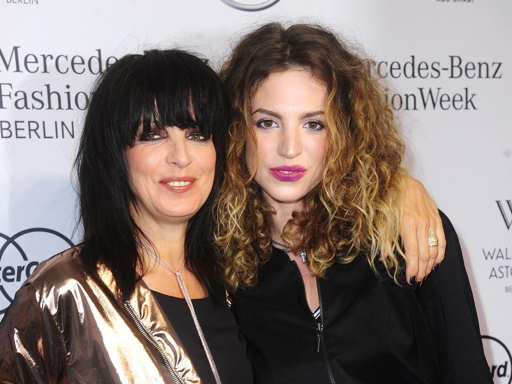 Nena mit ihrer Tochter Larissa Kerner bei der Mercedes Benz Fashion Week Berlin Spring/Summer 2017