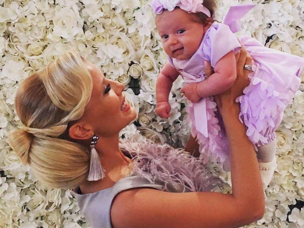 Oksana Kolenitchenko und ihr Töchterchen mit 8 Wochen