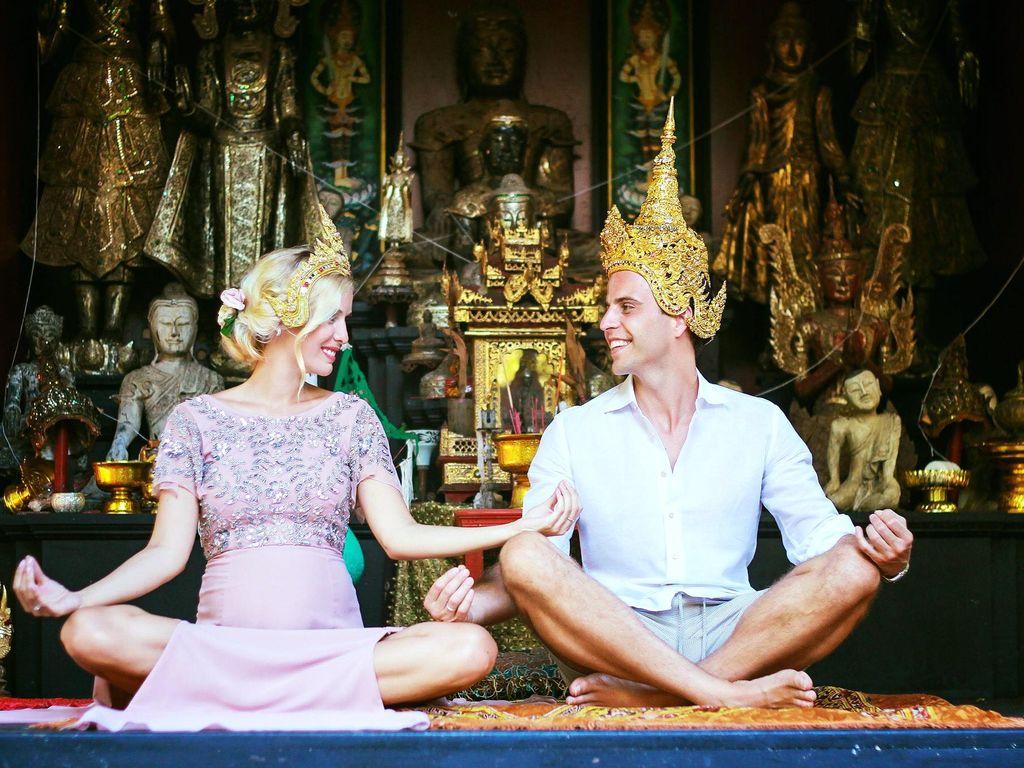 Oksana Kolenitchenko und ihr Mann Daniel im Thailand-Urlaub anlässlich ihres 9. Jahrestages