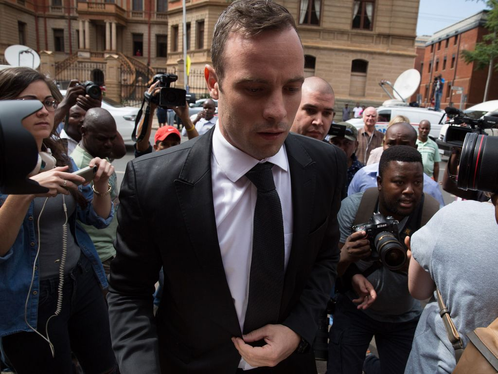 Oscar Pistorius auf dem Weg ins Gericht in Pretoria