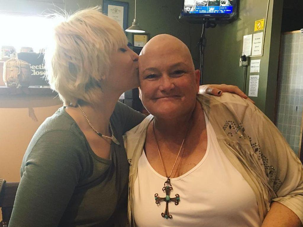 Paris Jackson mit ihrer krebskranken Mutter Debbie Rowe