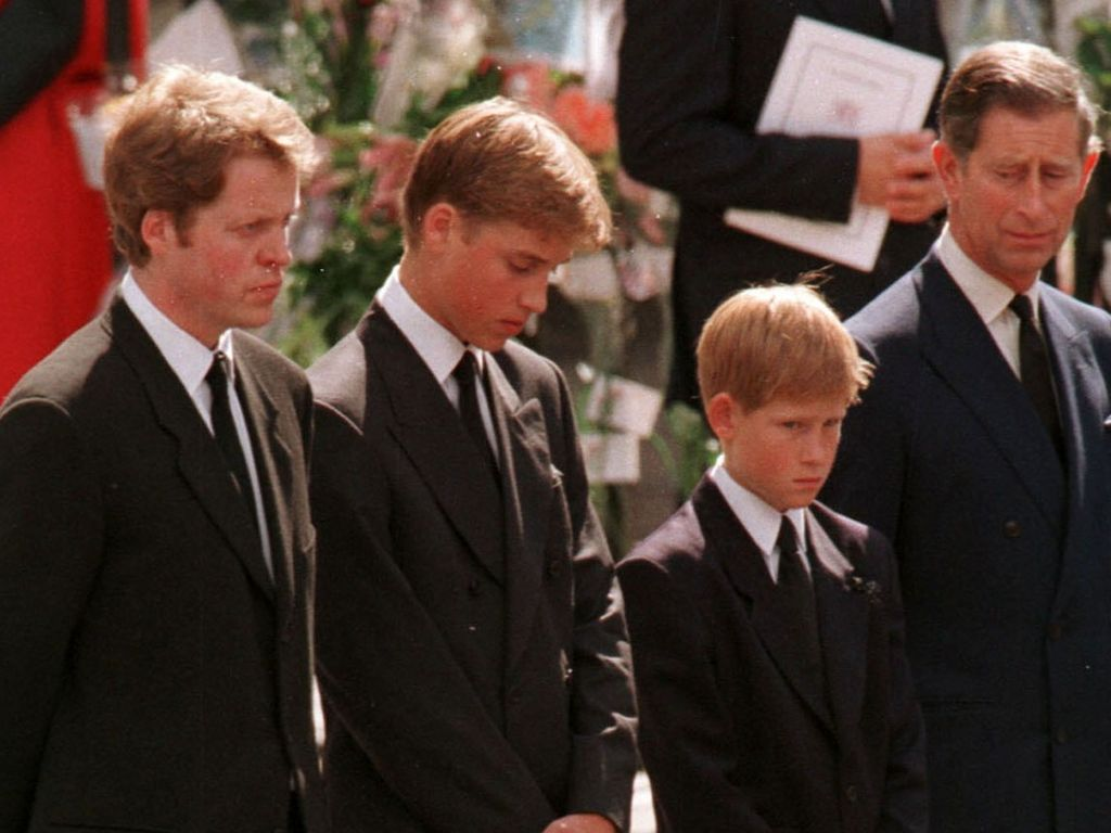 Prinz Harry, Prinz William und Prinz Charles bei Prinzessin Dianas Beerdigung
