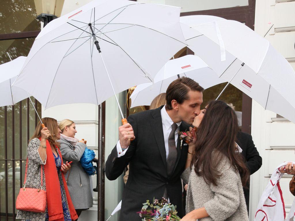 René Adler und Lili Holunder bei ihrer Hochzeit
