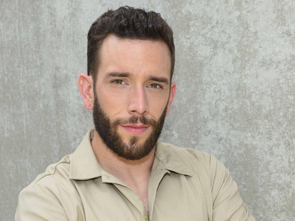"Sascha Pederiva als ""Roberto Falciani"""