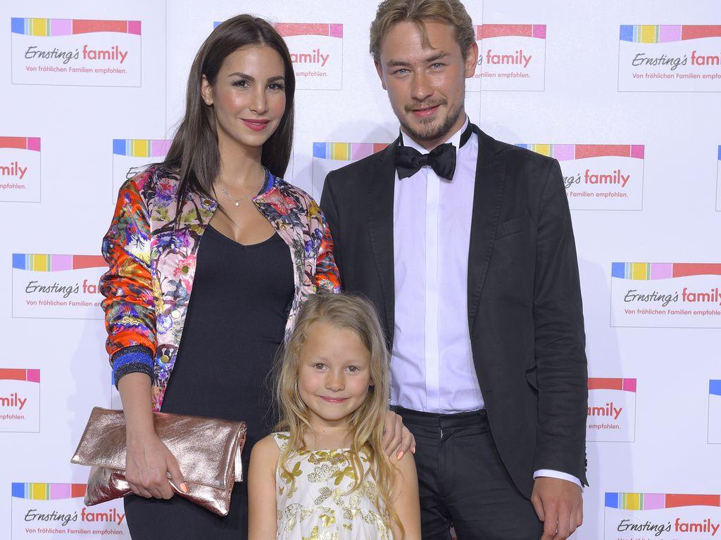 Sila Sahin, Valerie Sahin und Niklas Loeffler bei der Ernstings family Fashion Show in Hamburg