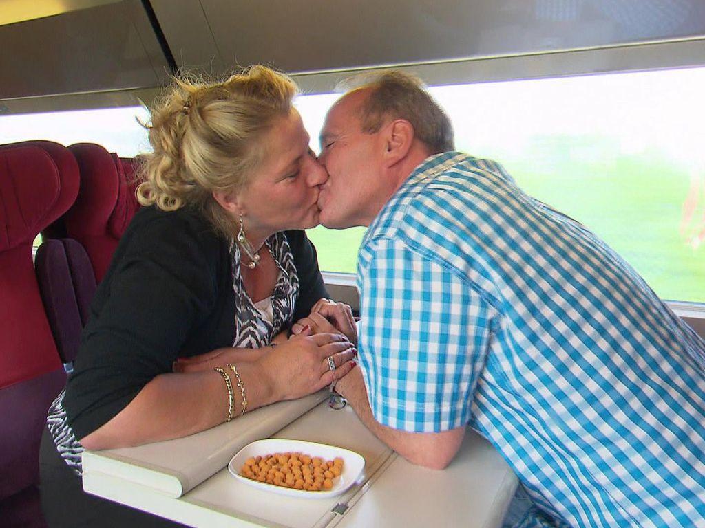 Silvia Wollny und Harald Elsenbast im Zug in Richtung Paris