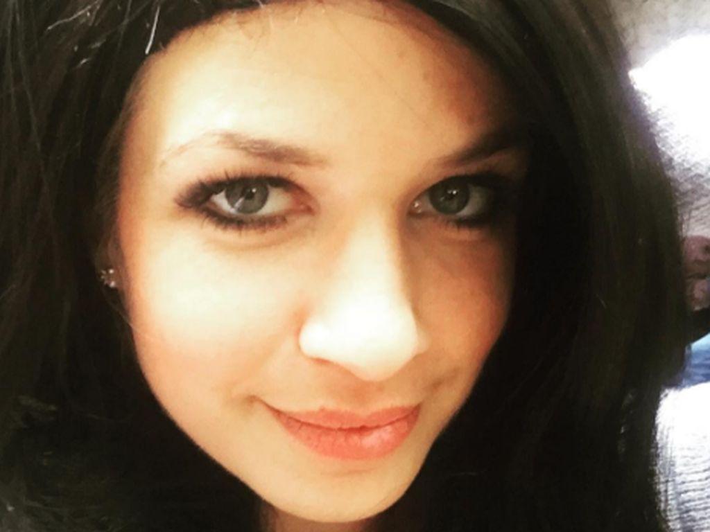 Susan Sideropoulos mit schwarzen Haaren