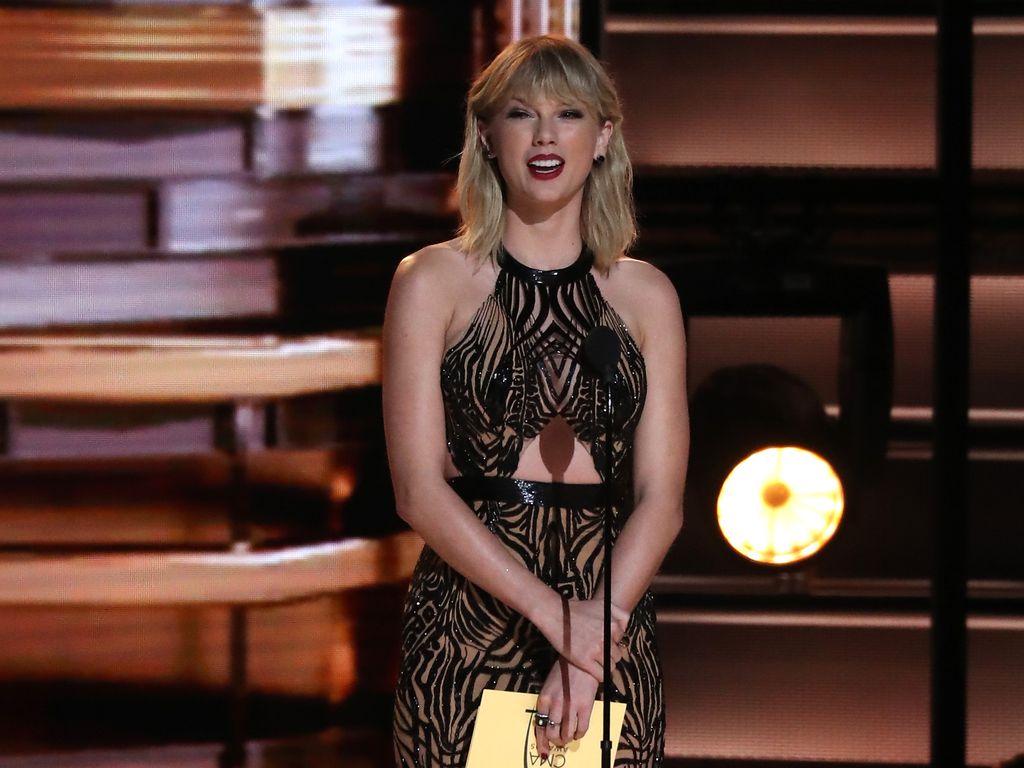 Taylor Swift im November 2016 bei Country Music Awards in Nashville