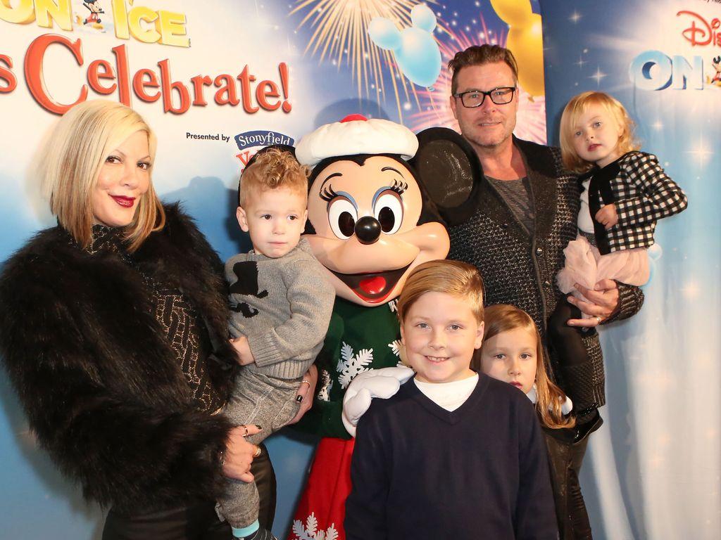 Tori Spelling & ihre Familie besuchen Disney on Ice