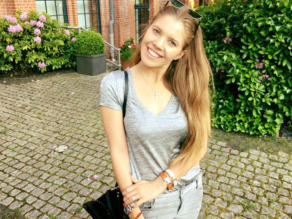 Victoria Swarovski lächelt in die Kamera