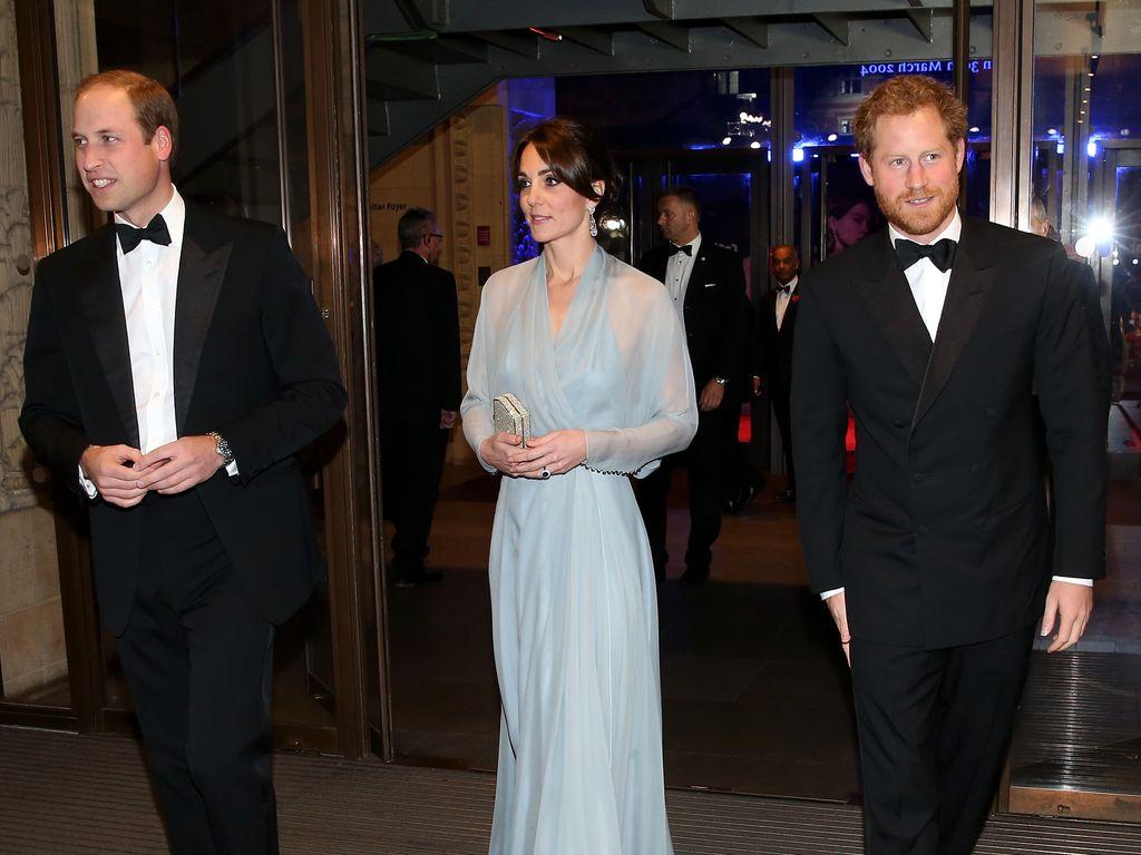 """Prinz William, Herzogin Kate und Prinz Harry bei der """"Spectre""""-Premiere in London"""