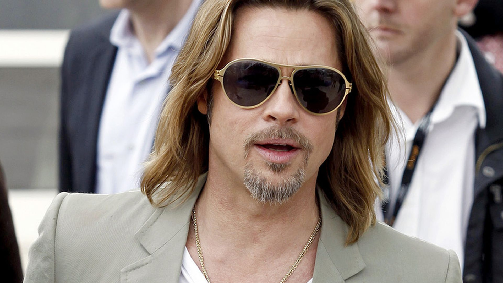 so cool ist brad pitt in cannes. Black Bedroom Furniture Sets. Home Design Ideas