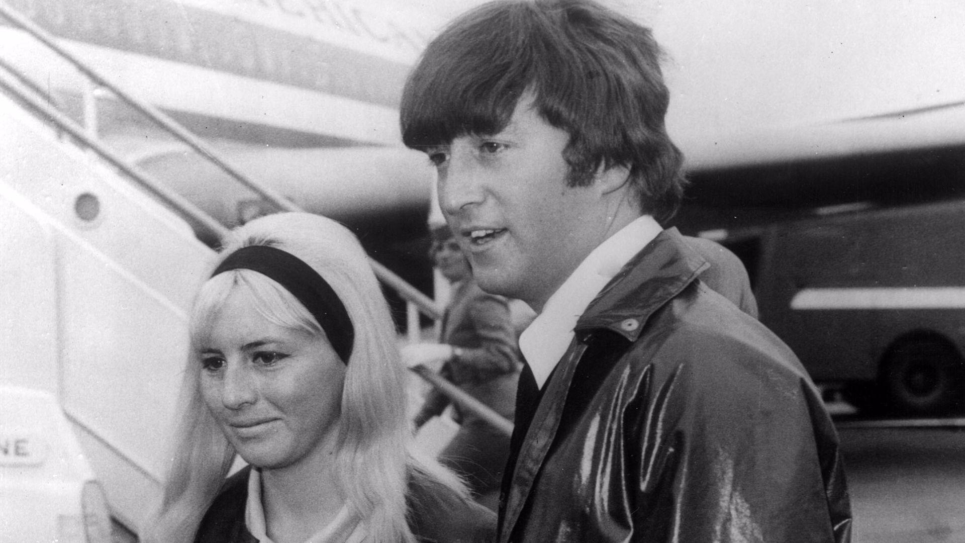Die 1. Frau von Beatles-Legende John Lennon ist tot! | Promiflash.de