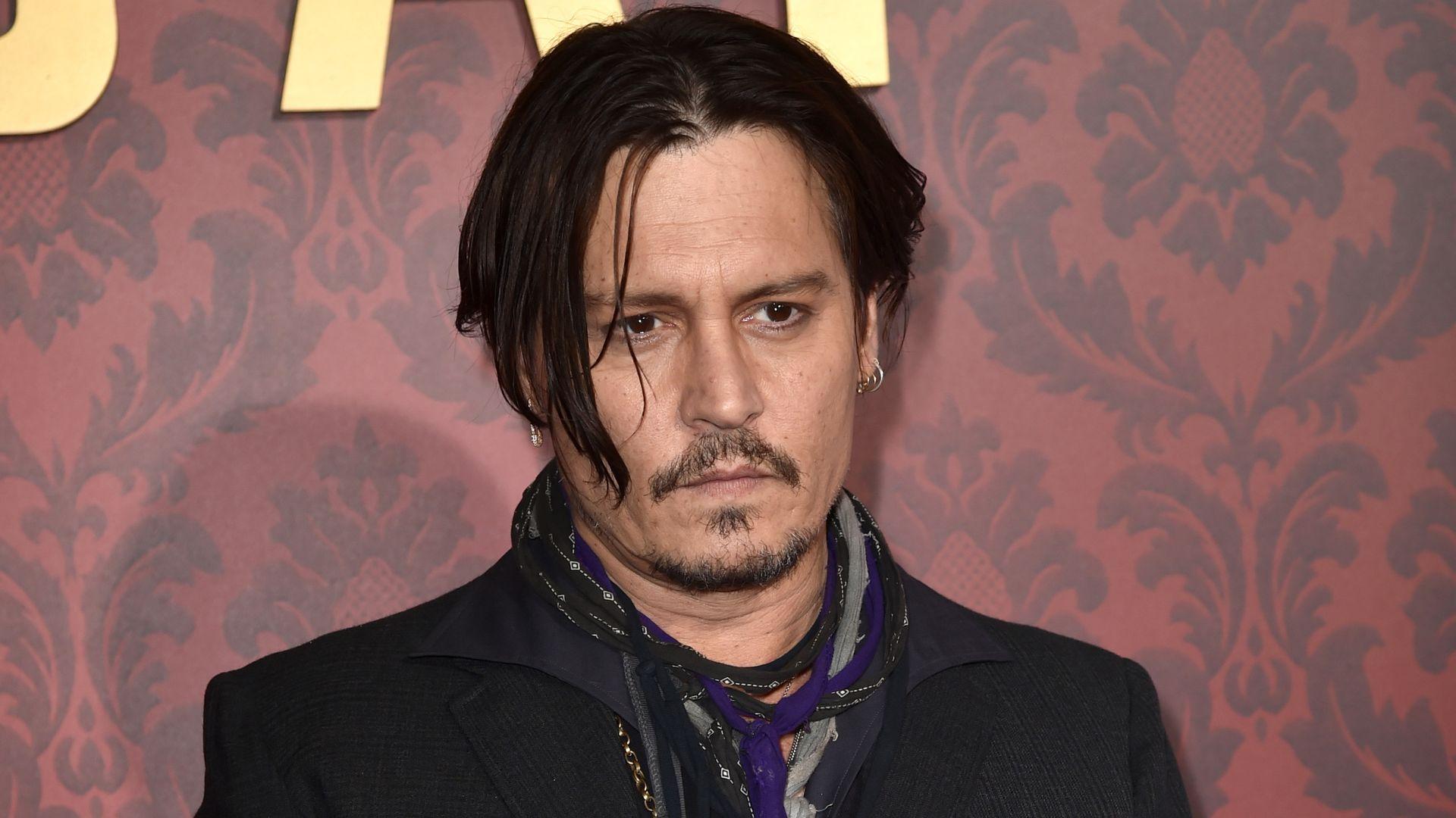Wegen Trump-Morddrohung: Wird Johnny Depp jetzt entlassen ... Johnny Depp/newspaper Articles